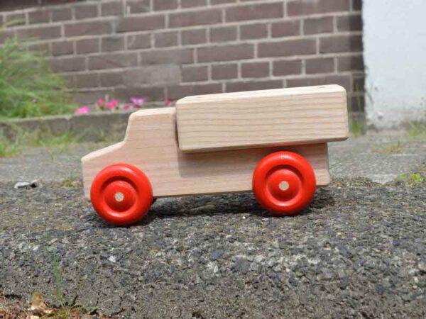 Houten speelgoed vrachtauto